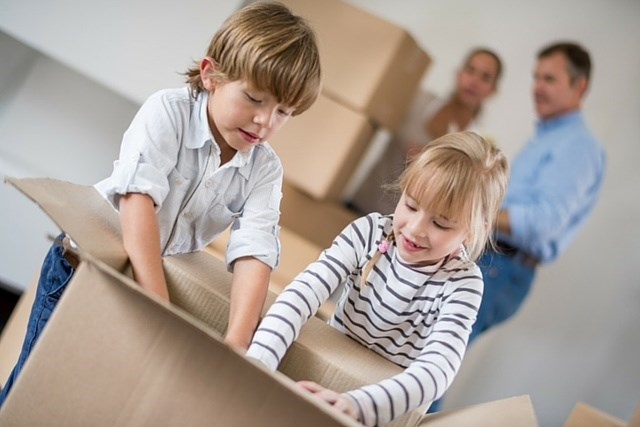 kids-moving-house-000059233220_small-640x427.jpg